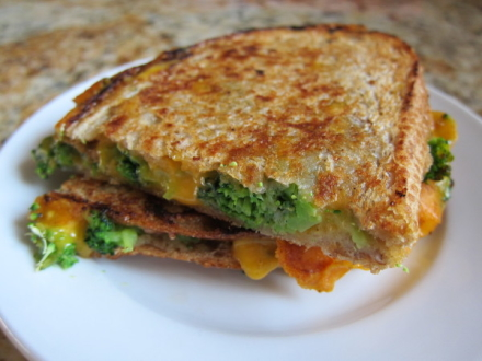 {broccoli cheddar grilled cheese}